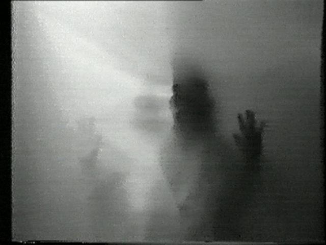"""Helena Almeida, """"Ouve-me"""", 1979. Vídeo Super 8, Vídeo DVD e Vídeo VHS. Coleção Moderna"""