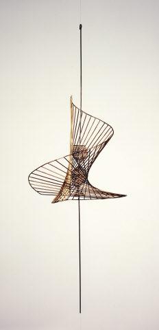 """Kenneth Martin, """"Screw Mobile"""", 1965. Bronze. Coleção Moderna"""